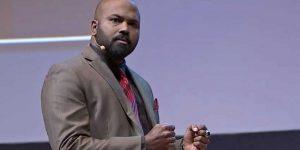 Tips Menggunakan Bahasa Tubuh dari Pembicara Hebat